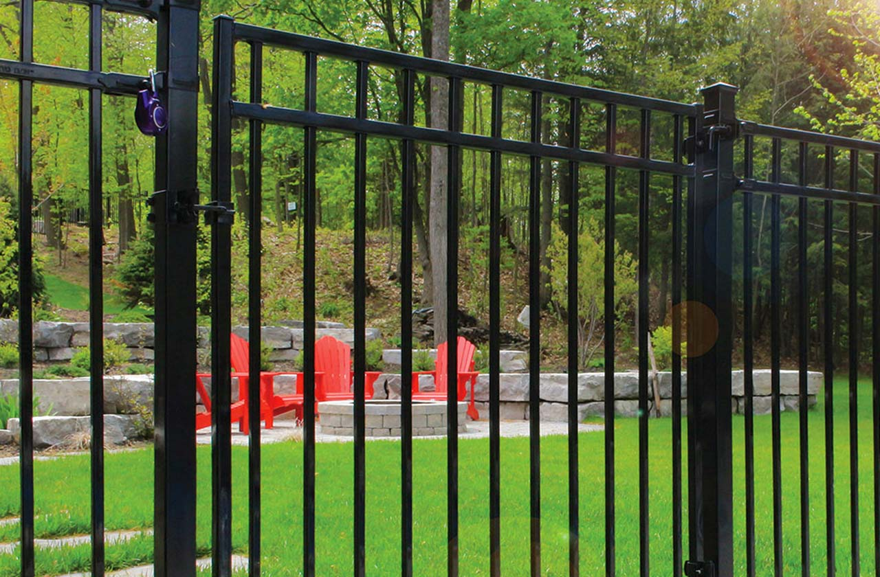 The Benefits of Iron Fencing Over Wood
