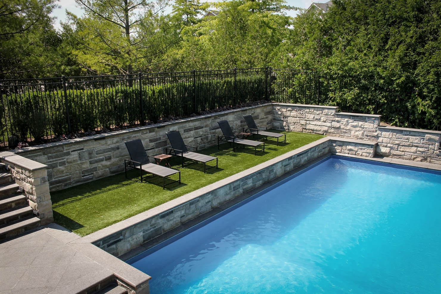 3 Reasons You Need an Iron Fence Around Your Pool